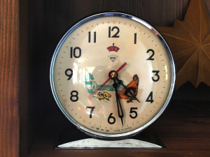 Vintage clock with pecking hen